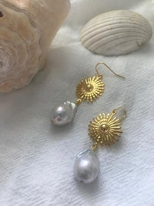 Vayü Rae Baroque Pearl Earrings
