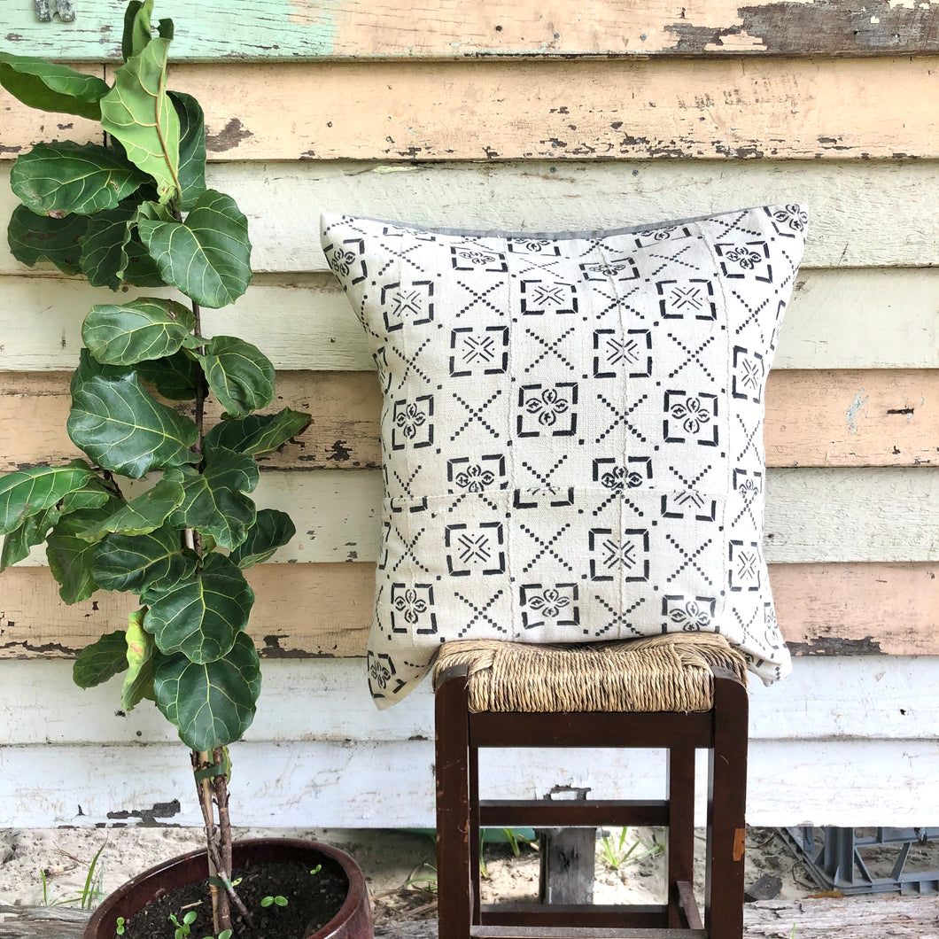 .PALE. 26x26 Mudcloth Cushion - Tribal Maps