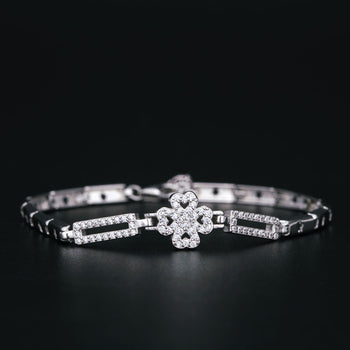 Four Lear Clover .50 Carat Round Cut Diamond Bar Link Bracelet in Silver