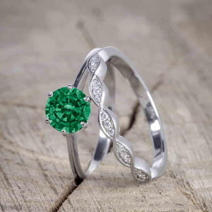 Vintage design 1.25 Carat Round cut Emerald and Diamond Wedding Set for Women in White Gold