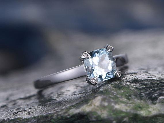 1 Carat solitaire Cushion Cut Aquamarine Engagement Ring in White Gold