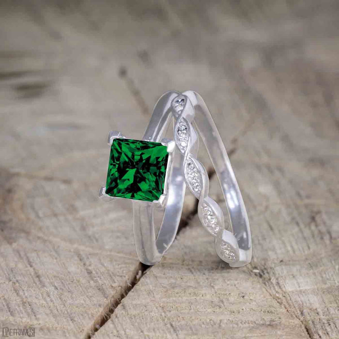 Beautiful 1 Carat Princess cut Emerald Solitaire Engagement Ring for Women in White Gold