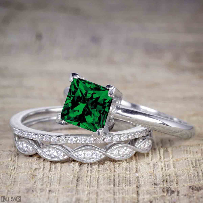 1.50 Carat Princess cut Emerald and Diamond Solitaire Trio Wedding Bridal Ring Set in White Gold