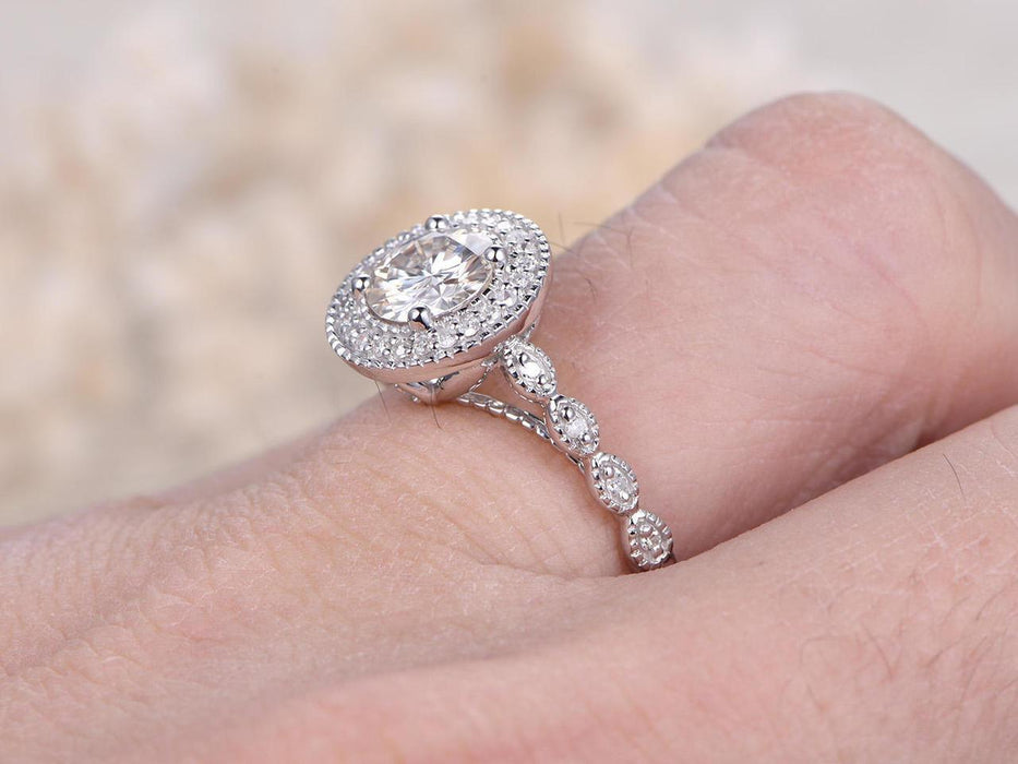 Limited Time Sale Superb Handcrafted 1.50 Carat Round Cut Moissanite and Diamond Wedding Engagement Ring in White Gold