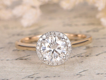 1.25 Carat Round Cut Moissanite and Diamond Wedding Ring in Yelow Gold