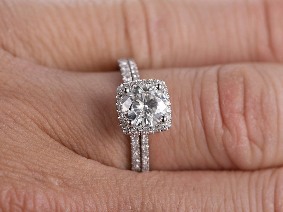 1.50 Carat Round Cut Moissanite and Diamond Engagement Ring Set in White Gold