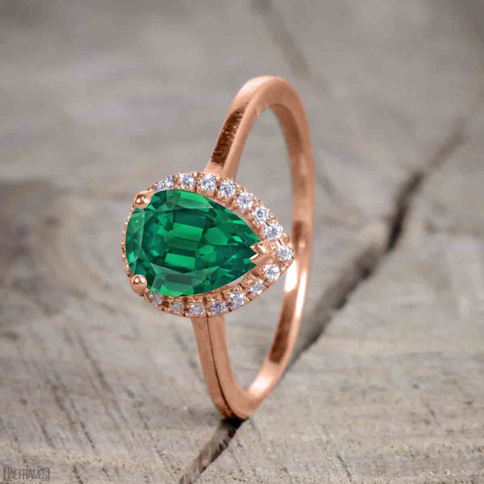 Unique antique 2.50 Carat Pear cut Emerald and Diamond Trio Wedding Ring Set for Women in Rose Gold