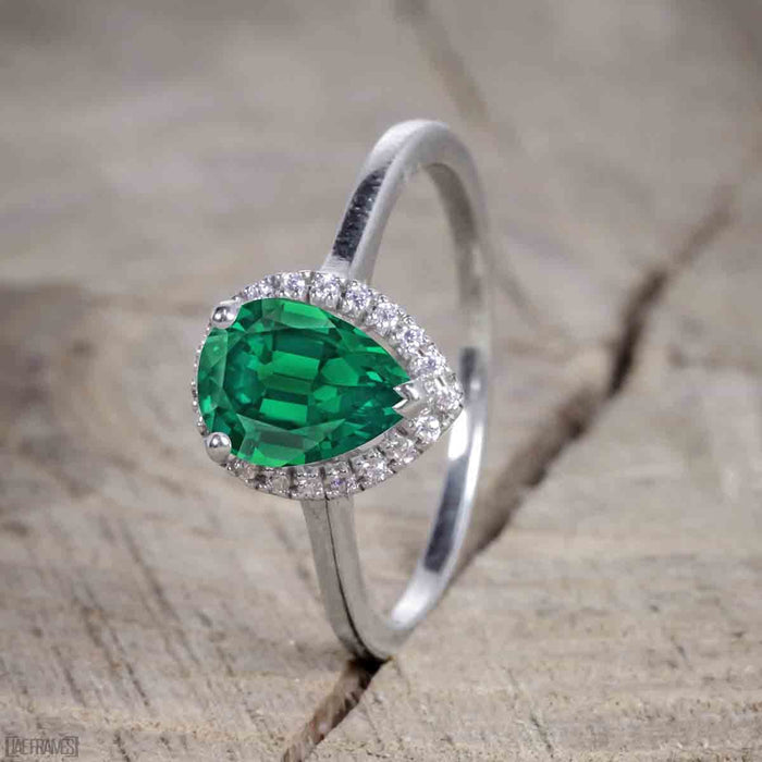 Bestselling 2.50 Carat Pear cut Trio Wedding Ring Set with Emerald and Diamond on White Gold for Her