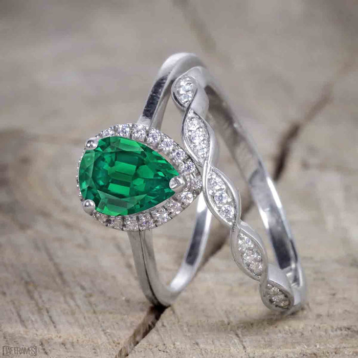 Unique antique 2.50 Carat Pear cut Emerald and Diamond Trio Wedding Ring Set for Women in White Gold