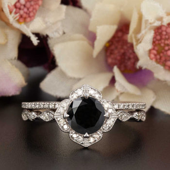 Vintage 1.50 Carat Round Cut Black Diamond and Diamond Classic Bridal Ring Set in White Gold