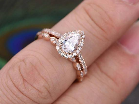 2 Carat Pear Cut Moissanite and Diamond Wedding Ring Set in Rose Gold