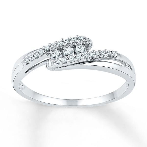 Fantastic Trilogy Round Diamond Engagement Ring