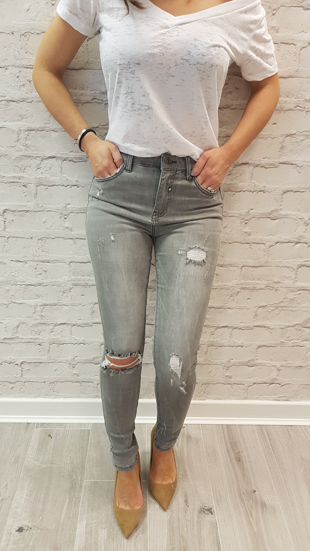 Aliona Light Grey Ripped Jeans - SIZE 8