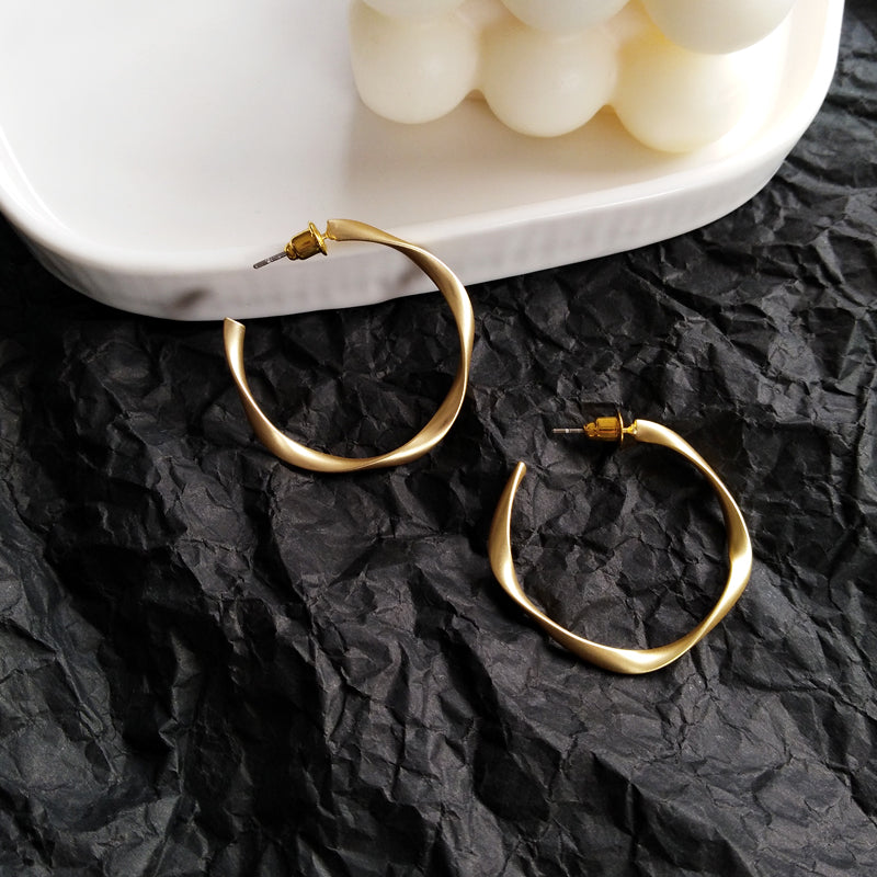 SOPHY HOOP EARRINGS