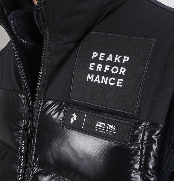Peak Performance - Moment Vest Black