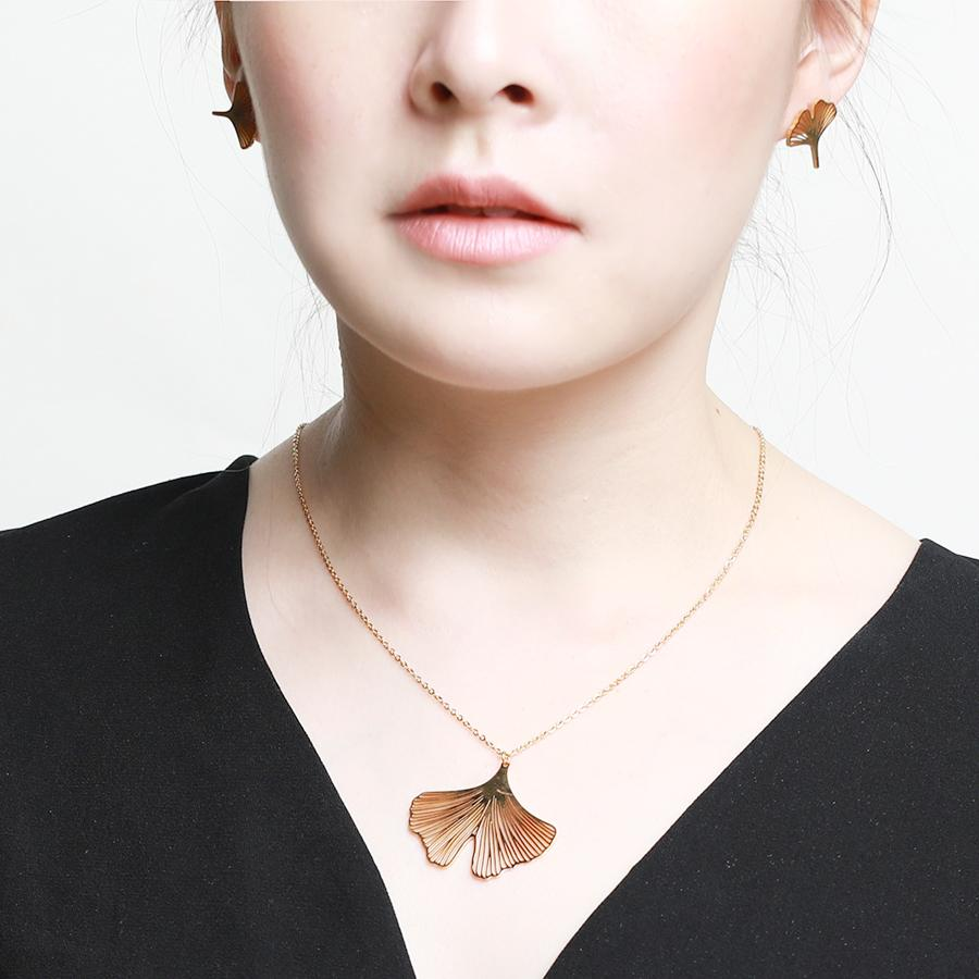 Clover Matte Gold Petal Necklace - Gung Jewellery