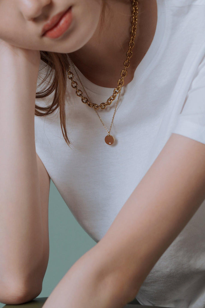 [PRE-ORDER] Engravable Round Pendant Gold Necklace