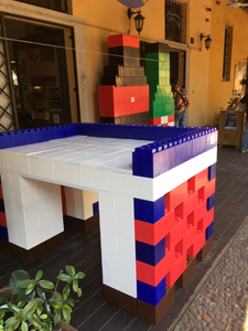 Use Everblock to build modular furniture, event displays, and unique brand marketing.