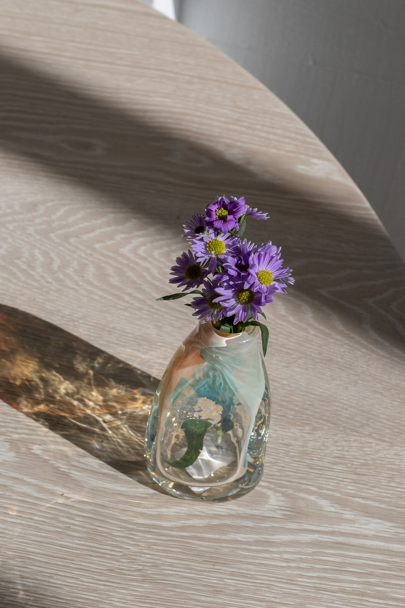 HAND BLOWN VESSEL IN IRIS GOLD