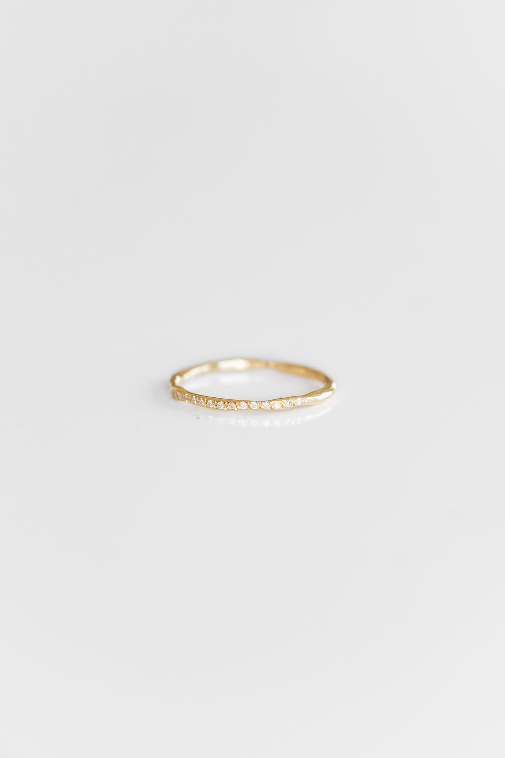 THIN WAVY BAND WITH DIAMONDS