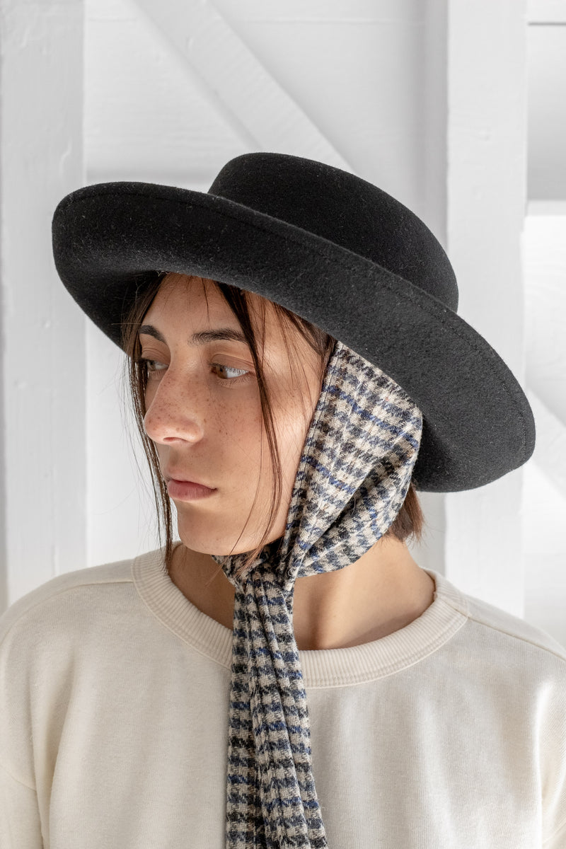 GAMBLER HAT WITH TWEED SCARVES
