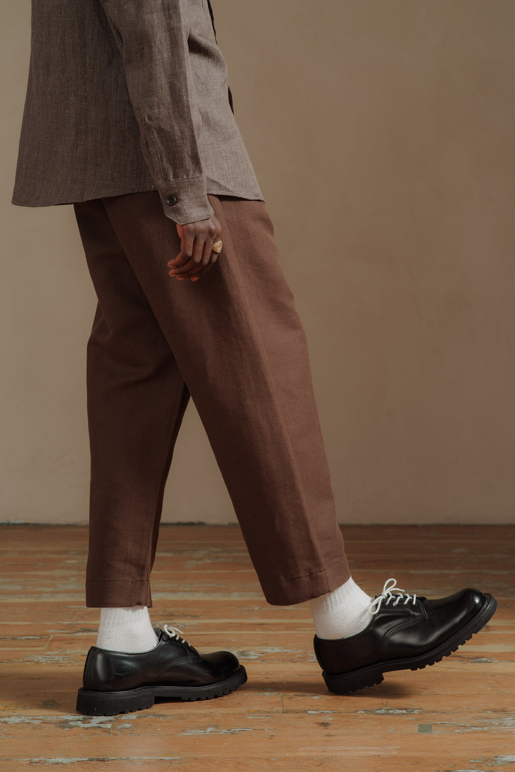 EVAN-KINORI-BROWN-TWILL-SINGLE-PLEAT-PANT