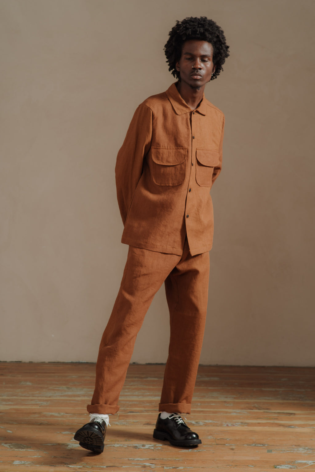 EVAN-KINORI-RUST-LINEN-FIELD-SHIRT