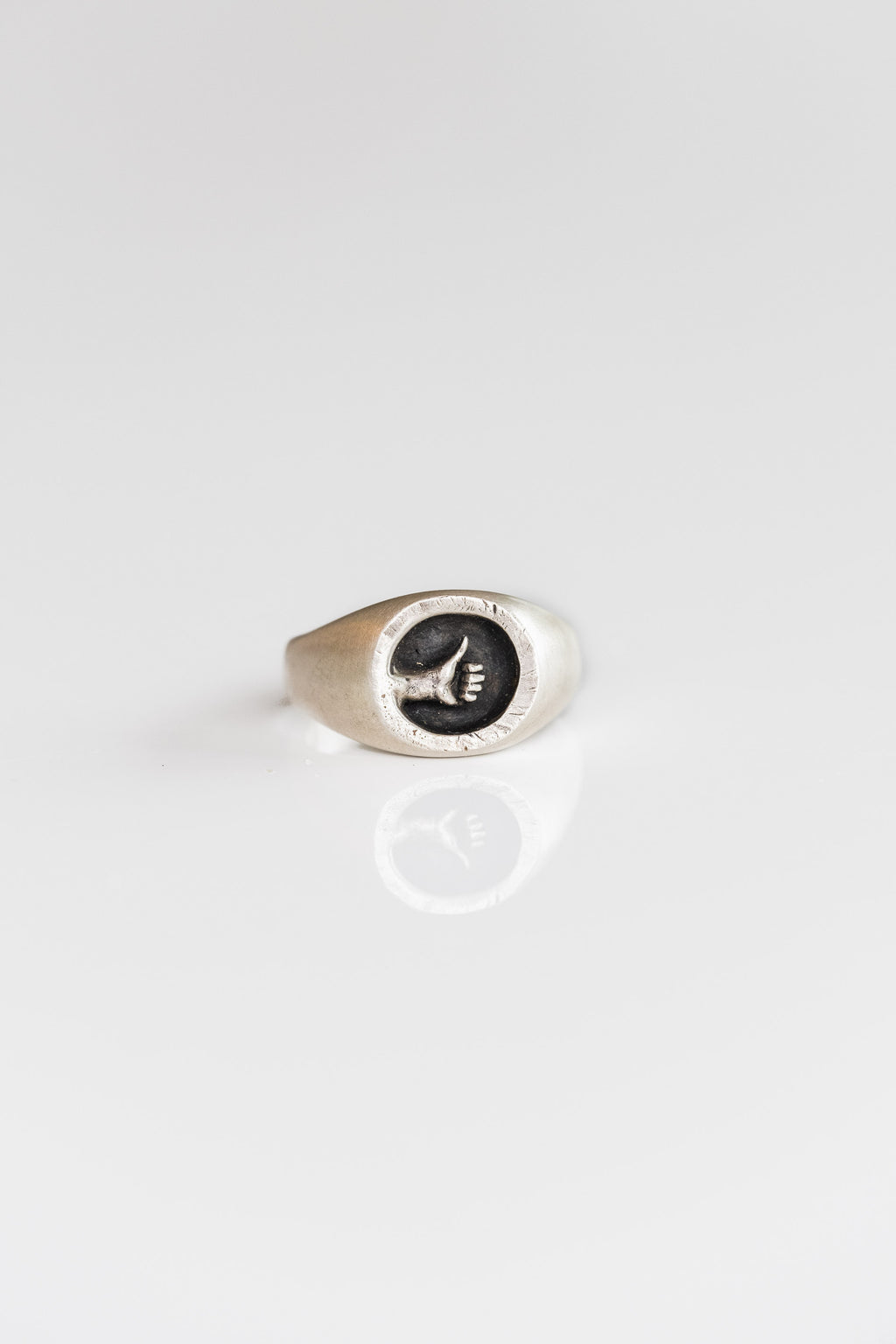 THUMB'S UP SIGNET RING IN SILVER
