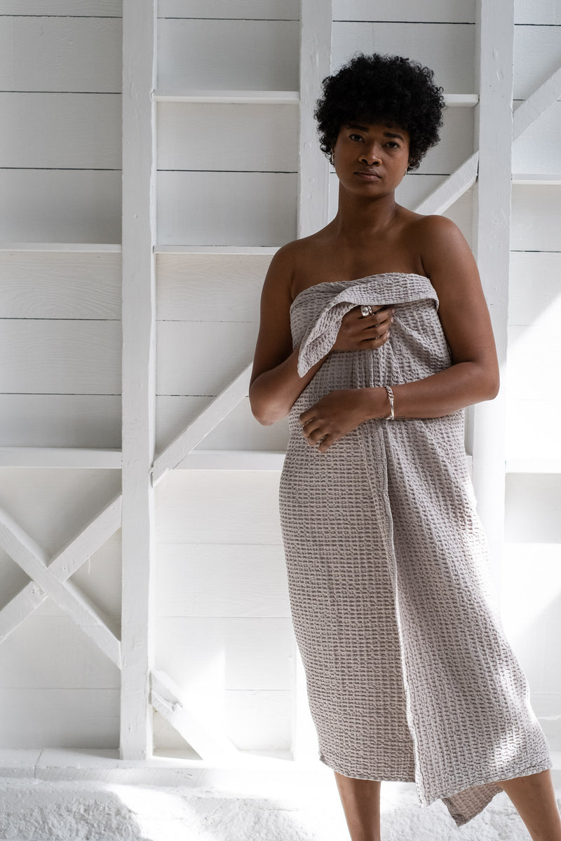 SIMPLE WAFFLE TOWELS IN LIGHT GREY