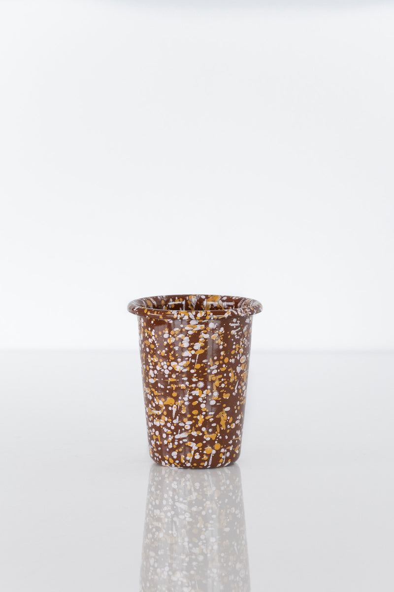 ENAMEL CUP IN SPRINKLE BROWN