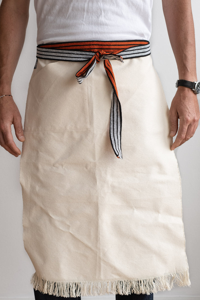 WORK APRON IN WHITE