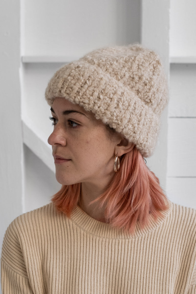 CASHMERE BEANIE IN LIGHT BEIGE