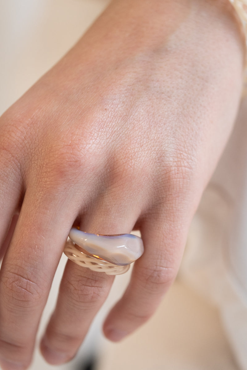 TWIST GLASS RING IN BEIGE
