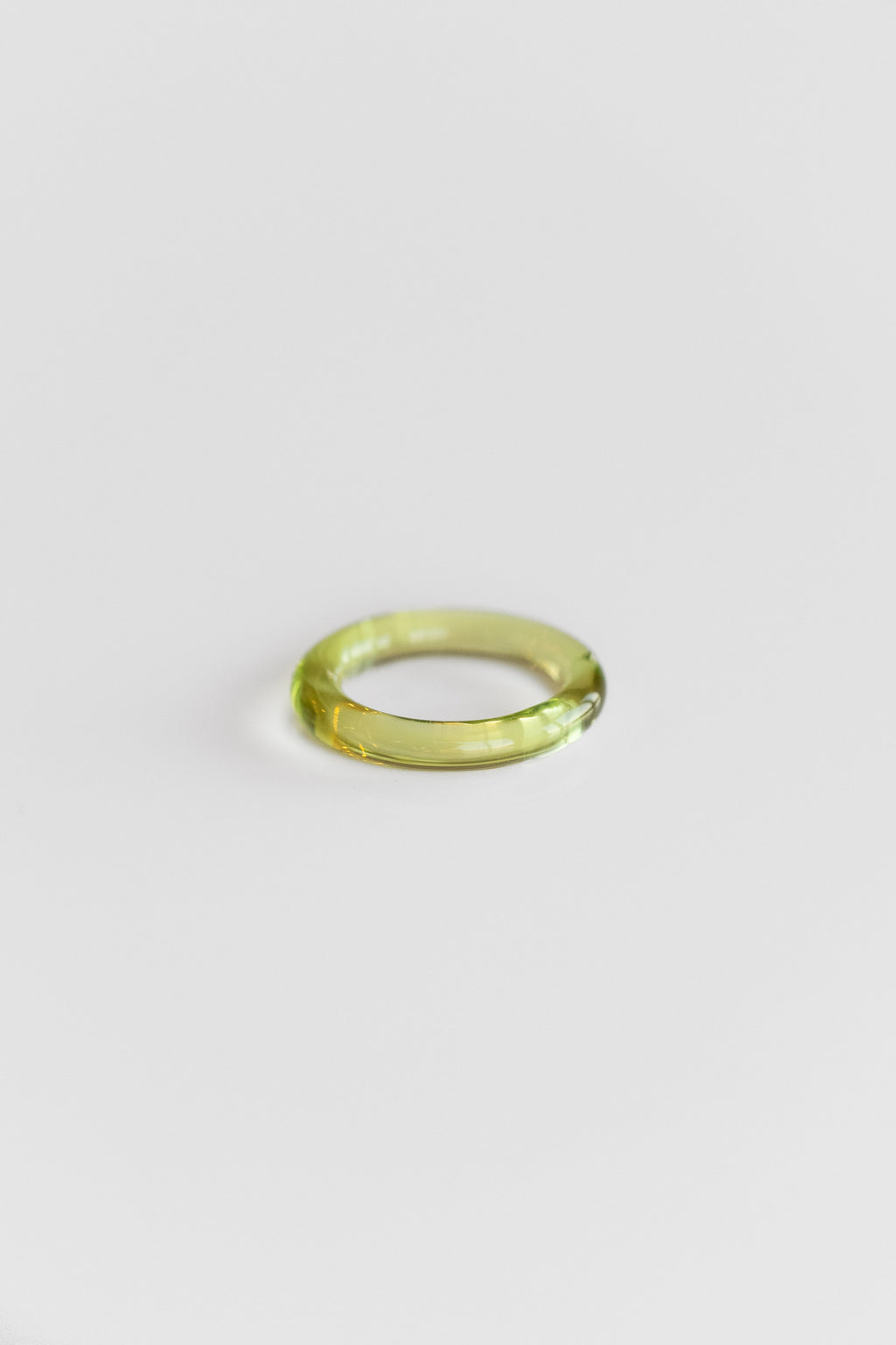 THIN GLASS RING IN TRANSPARENT GREEN