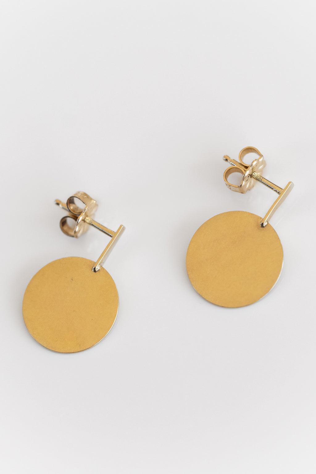 CIRCLE AND RECTANGLE DROP STUDS IN GOLD