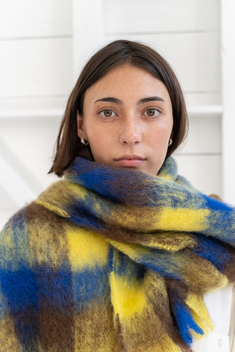 GRID SCARF IN YELLOW