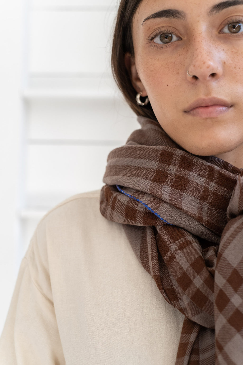 PLAID SCARF IN BROWN