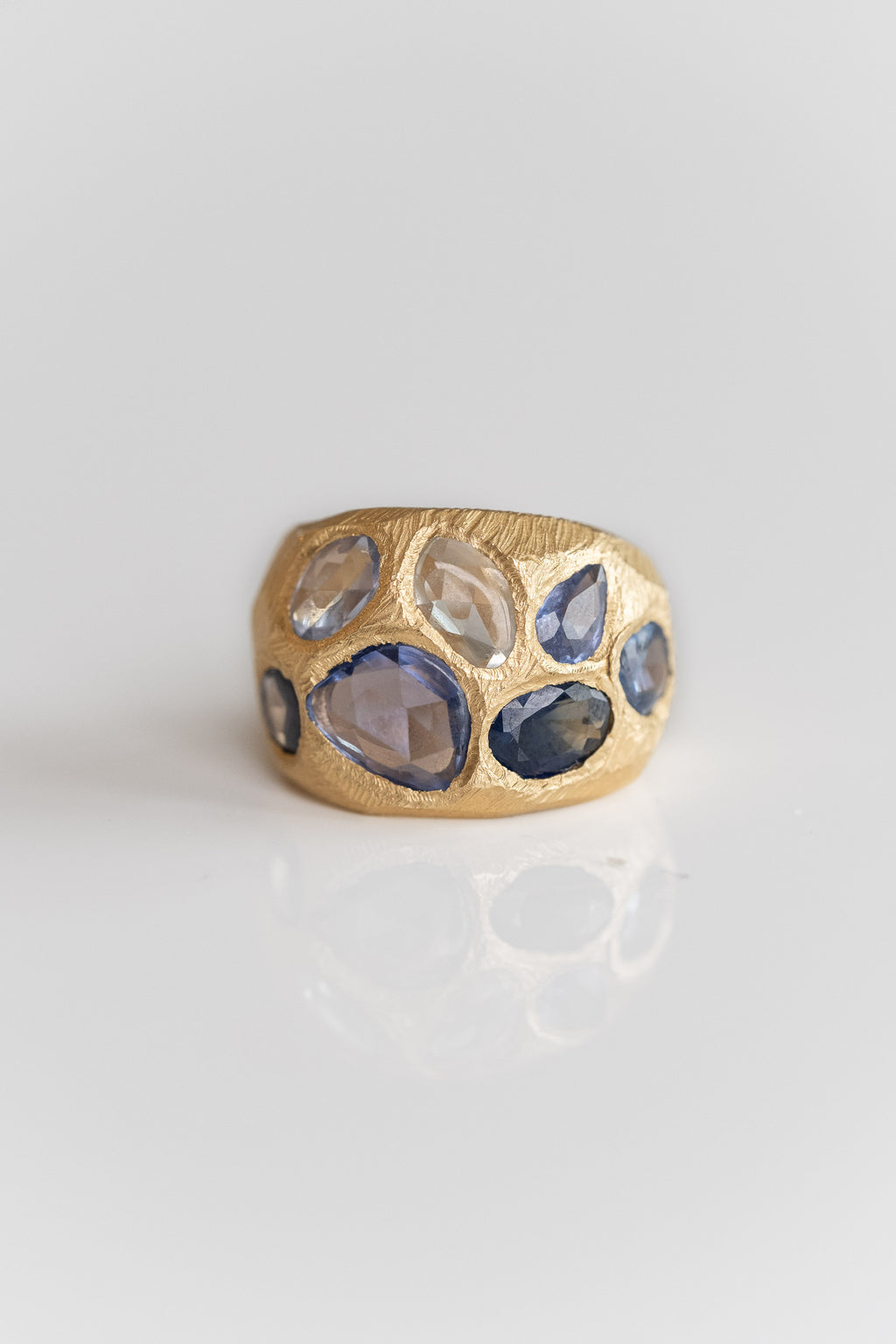 18K BLUE SAPPHIRE COCKTAIL RING