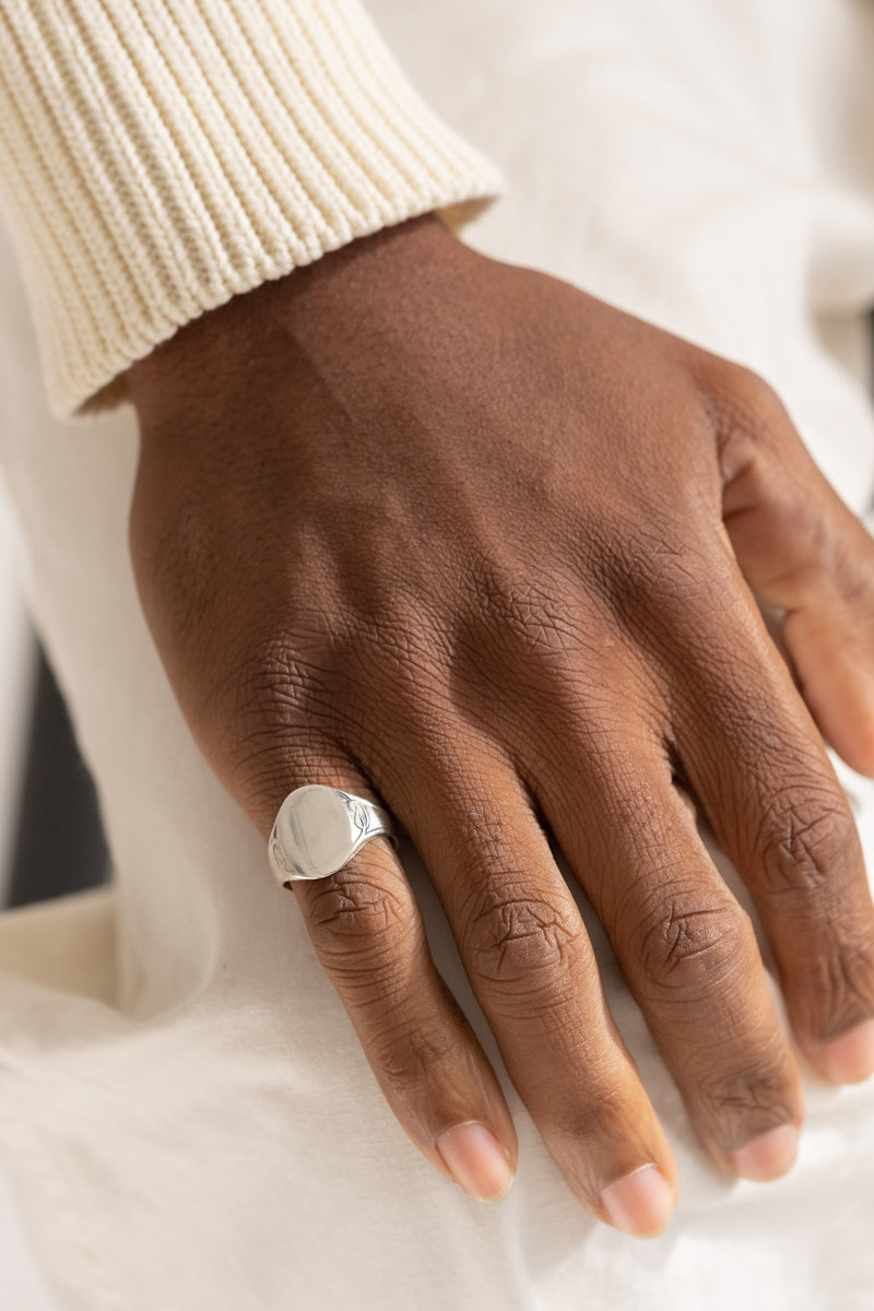 LOVE KNOT SIGNET RING