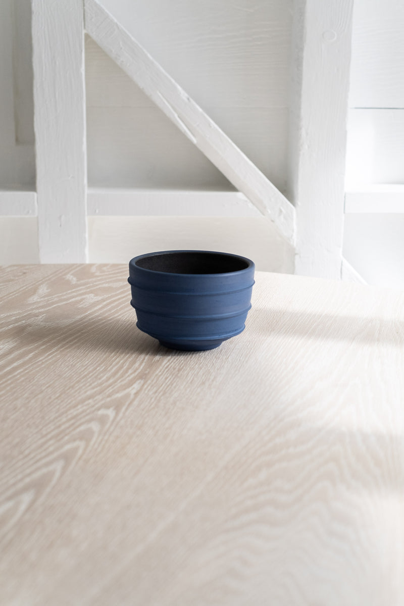 MEDIUM RIDGED BLUE VESSEL