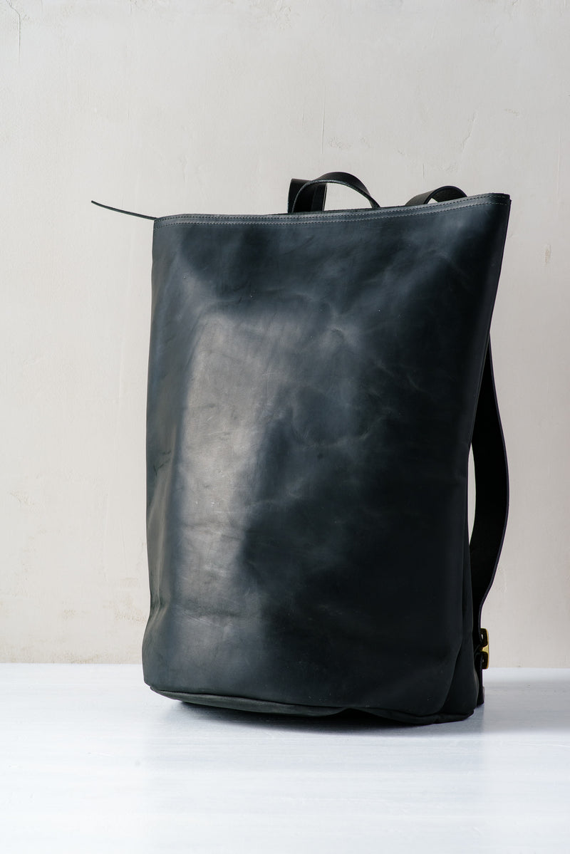 KIKA HARVEST BACKPACK IN BLACK LEATHER