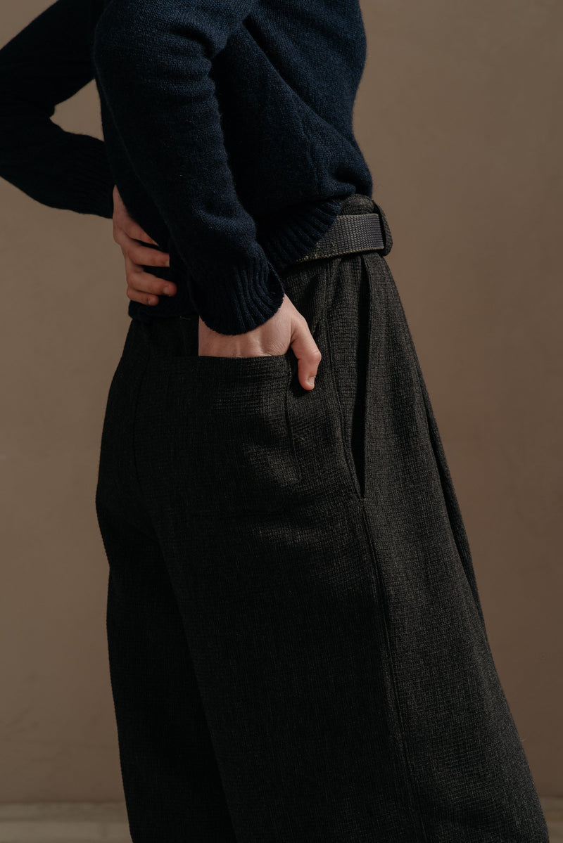 Reliquary-Pleated-Pant-Grey-Waffle-back-pocket