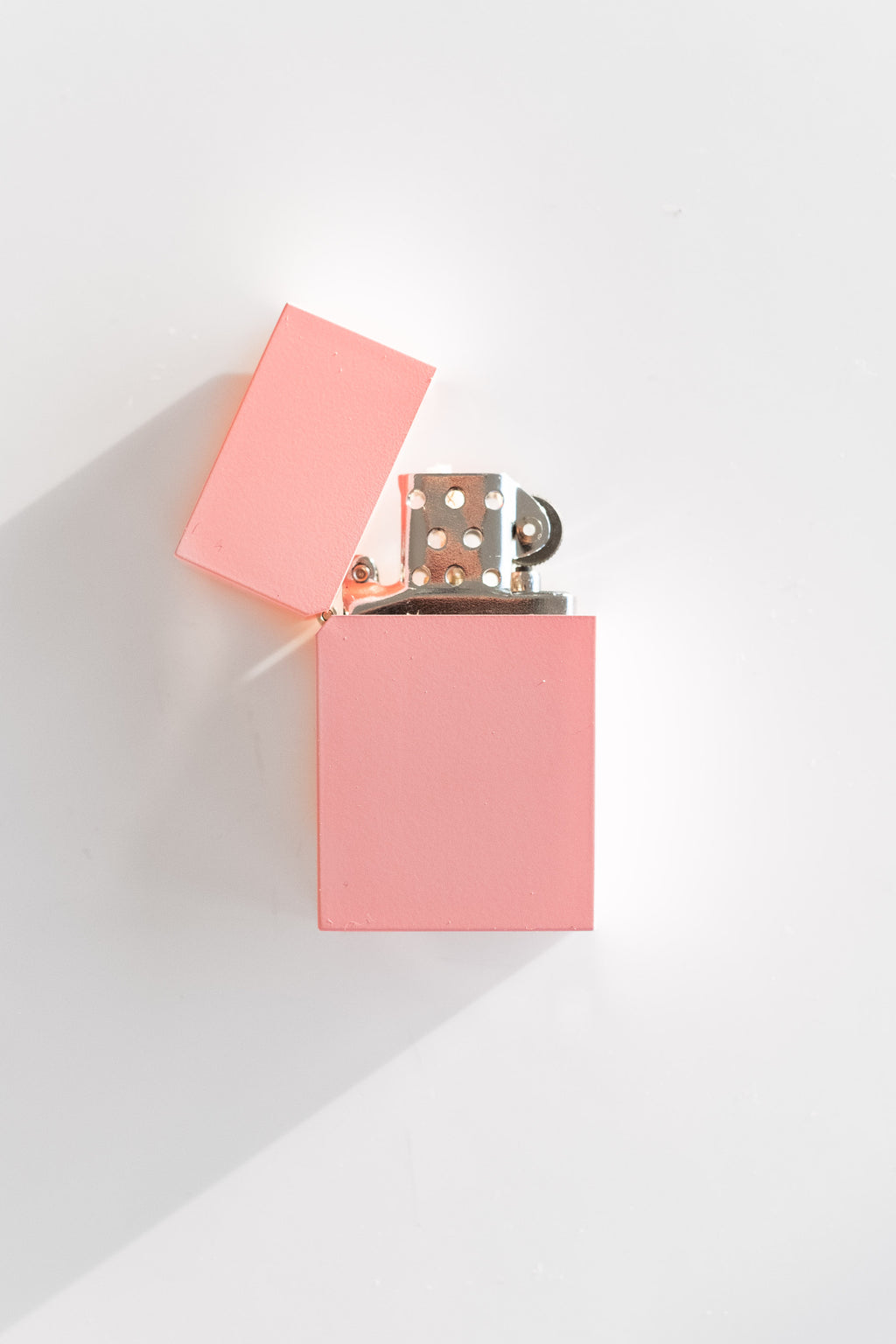 HARD EDGE LIGHTER IN PINK