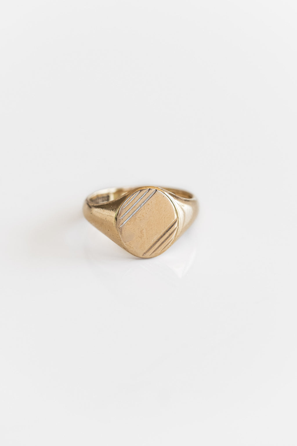 9K ETCHED OVAL SIGNET RING