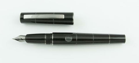 Delta, Oblo Fountain Pen, Black w/Chrome Plated Trim - NOS190