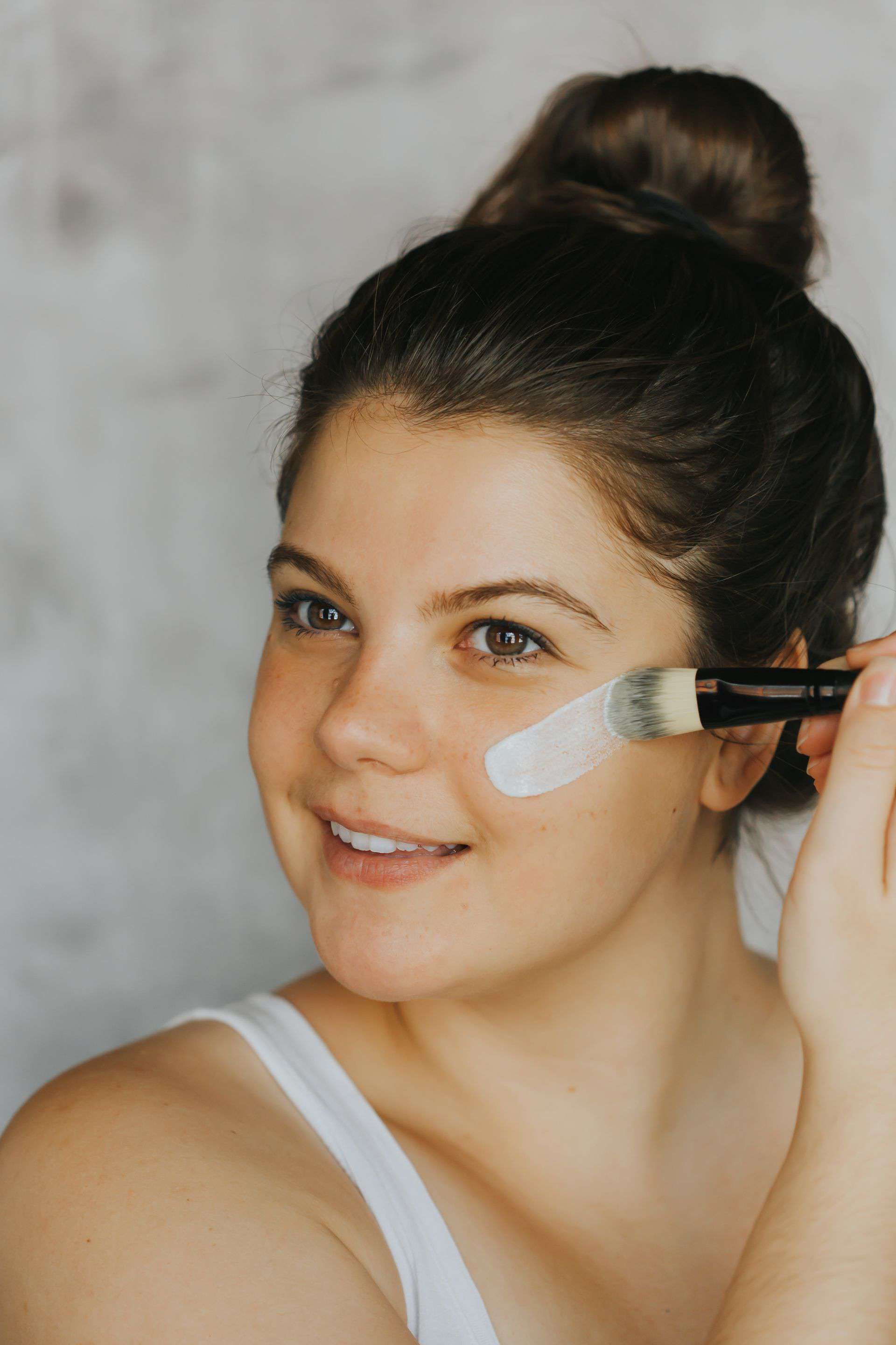 Woman applying product with Face Mask Applicator from Jiyubox
