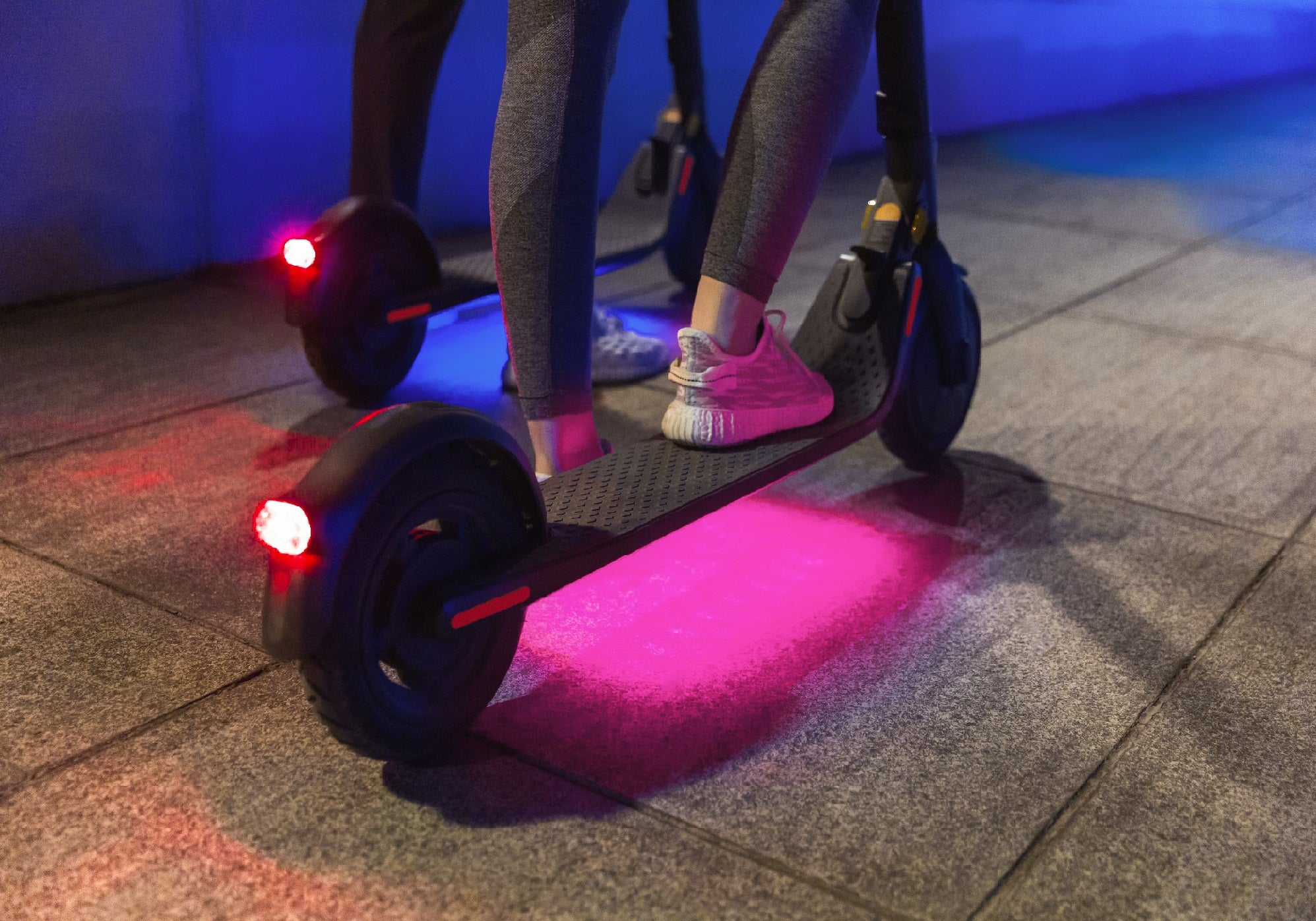Segway Ninebot E25E Electric Scooter LED lights