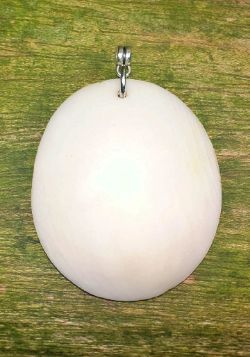 Tea (White shell pendant)