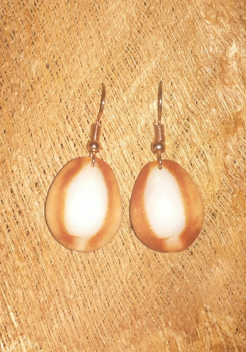 Ii Kopu Tea (Cowry shell earrings)