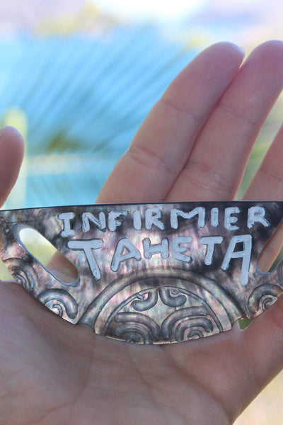 Name tag (mother of pearl)
